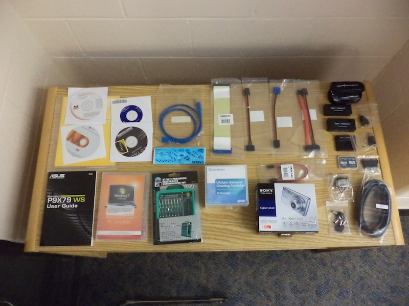 Accessories included in the FRED Toolbox (Software, manuals, cables, adapters)